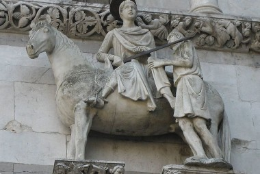 Martino divide il suo mantello con un povero, Duomo di Lucca