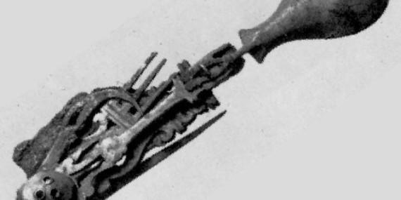 Il coltellino multiuso trovato in una necropoli di Ventimiglia, risale al I-II secolo