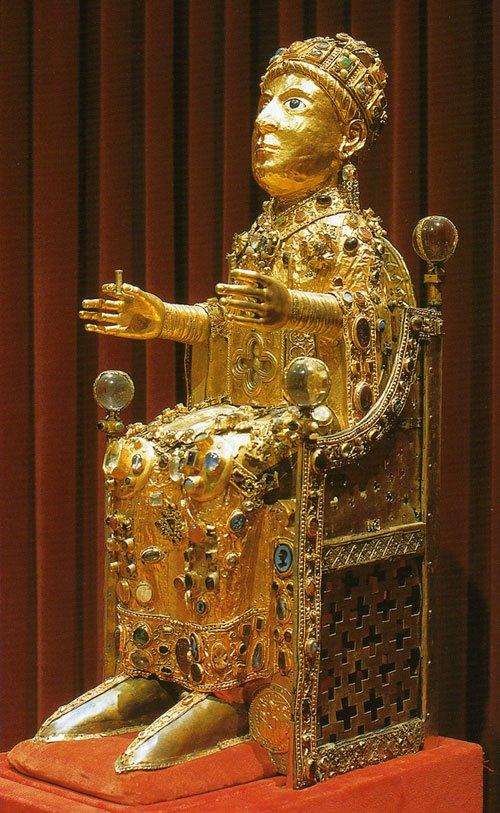 Sainte Foy assisa sul trono
