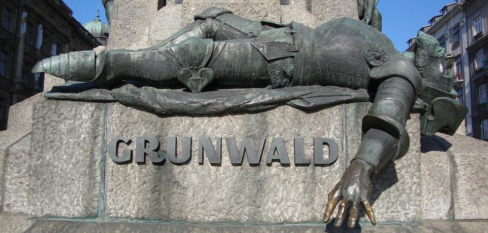 Ulrich von Jungingen immortalato alla base del monumento che ricorda la battaglia di Tannenberg/Grunwald, a Cracovia.