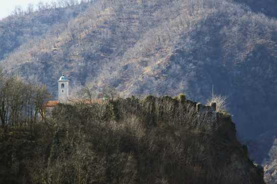 Resti medievali nei dintorni di Prato Sesia (Novara), dove nacque Dolcino.