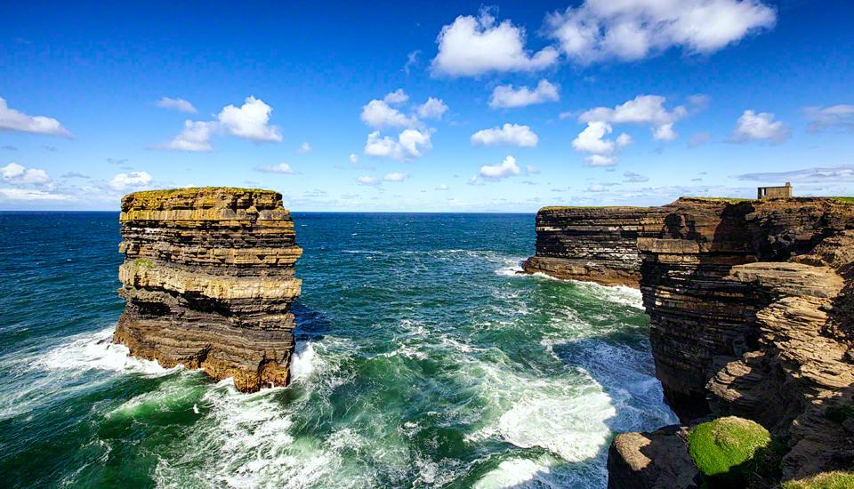 Capo Daownpatrick (Downpatrick head), sulla costa nord-occidentale dell'Irlanda, dove si stabilì San Patrizio negli ultimi anni della sua vita.