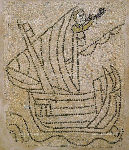 Nave con marinaio che suona il corno durante la IV crociata