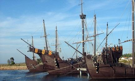 Ricostruzione delle tre caravelle in dimensione naturale, ancorate al molo de las Carabelas