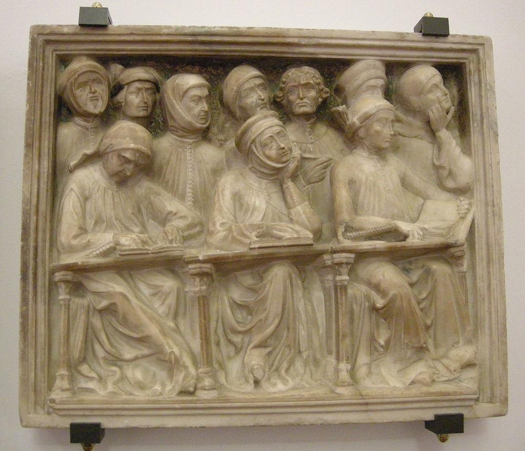 Studenti raffigurati in un frammento dell'arca di Giovanni da Legnano. Opera di Pierpaolo dalle Masegne, 1383, Bologna, Museo medievale