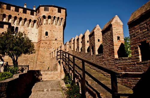 La cittadella, la cui costruzione iniziò nel 1150 e venne terminata tra il XIII e il XIV secolo dai Malatesta, arrivò ai primi del Novecento in stato di profondo degrado. Venne completamente restaurata a partire dal 1920 sotto la guida di Giuseppe Sacconi, il celebre architetto del Vittoriano