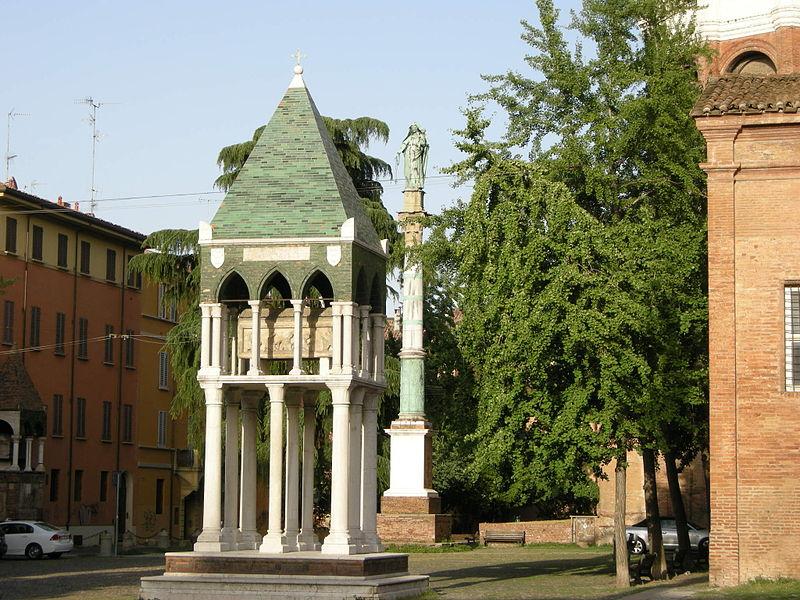 L'arca sepolcrale di Rolandino in piazza San Domenico, a Bologna