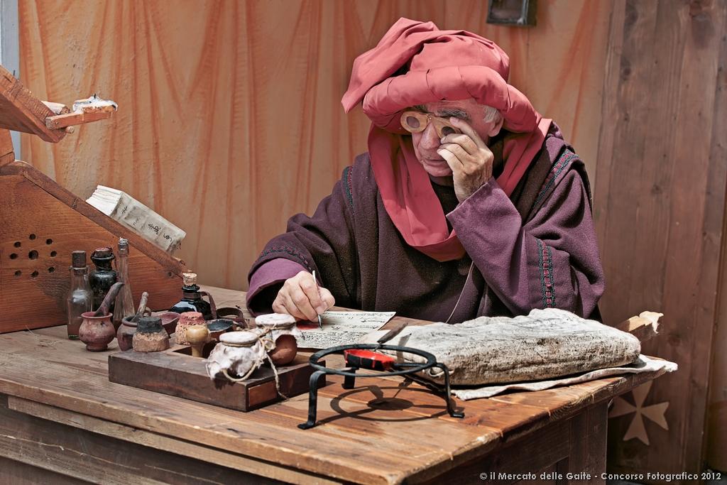 PRIMOPREMIO - Lo Scrivano Medievale