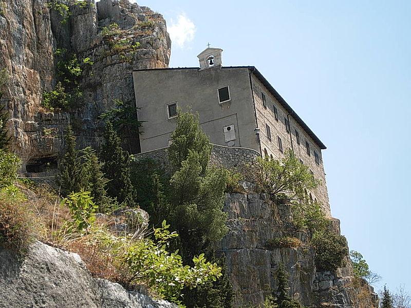 Eremo di Sant'Onofrio al Morrone dove visse il futuro Celestino V