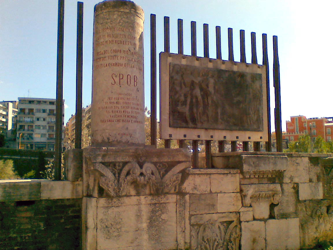 L'epigrafe in memoria di Manfredi di Svevia con i versi di Dante Alighieri, al Ponte Vanvitelli di Benevento