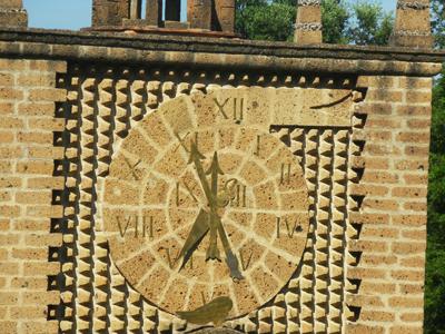 Il grande orologio della Torre del Tempo, che incorpora la serie numerica di Fibonacci