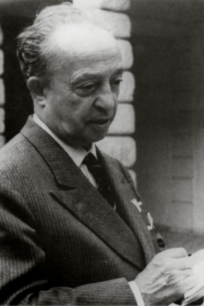Tomaso Buzzi, nato a Sondrio nel 1900, si è spento a Rapallo nel 1981