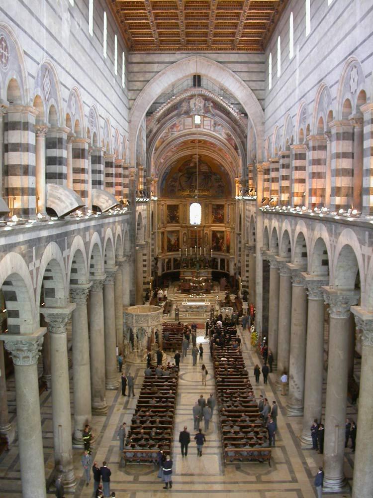 L'interno della cattedrale di Pisa