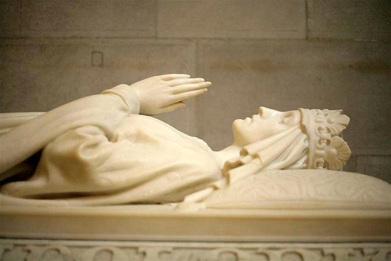 Il sarcofago della regina Jadwiga nella Cattedrale del Wawel