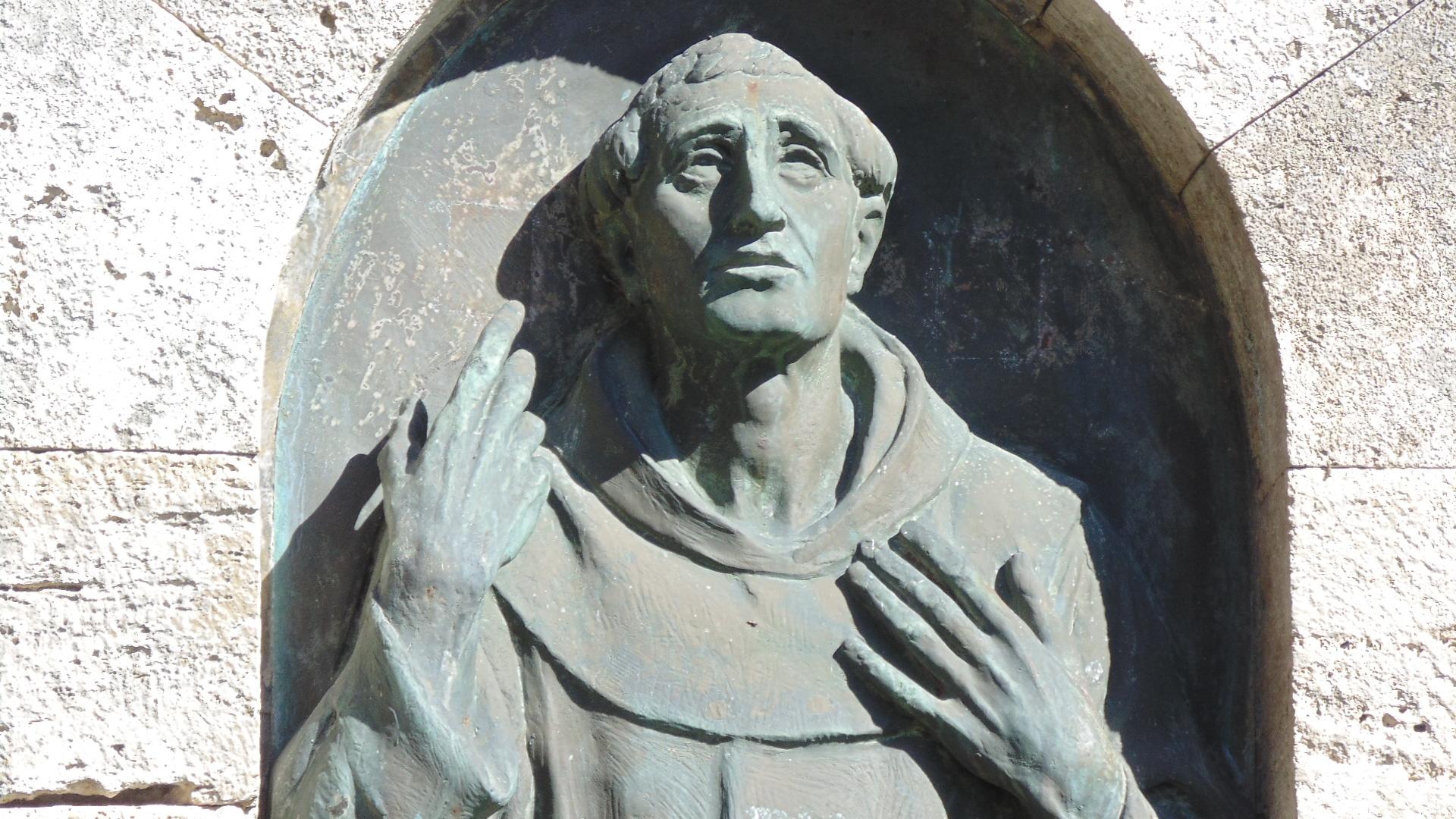 Statua di Iacopone da Todi