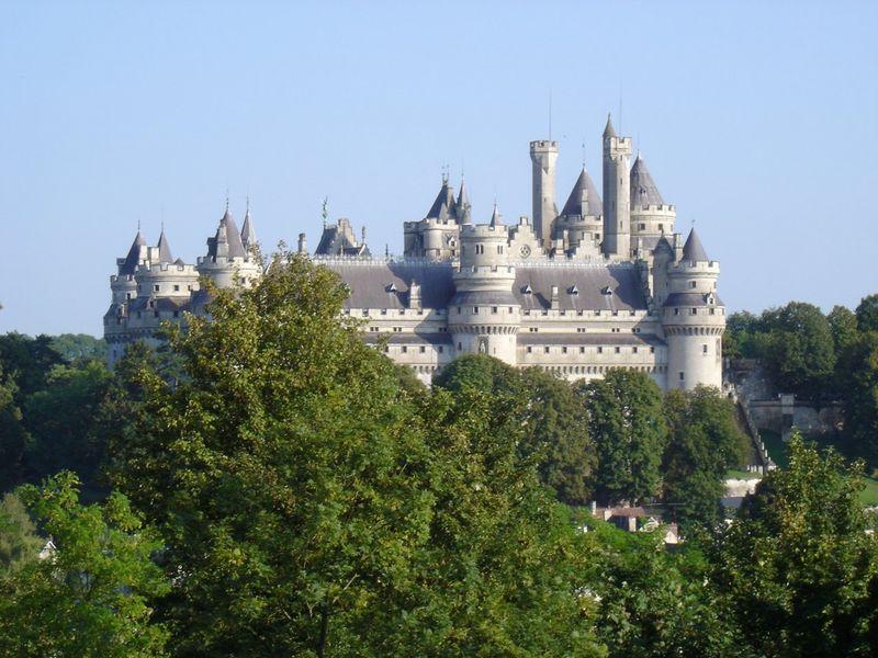 Il castello di Pierrefonds visto dal parco. Fu restaurato dal 1857 al 1885