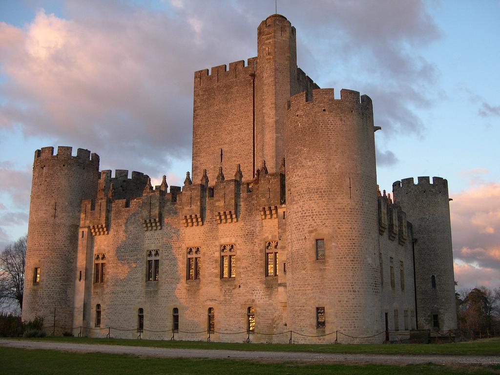 Il castello di Roquetallaide in Aquitania