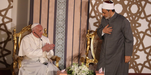 Pope Francis greets Al-Azhar's Grand Imam Ahmed al-Tayeb during a meeting at Cairo, Egypt April 28, 2017. REUTERS/Mohamed Abd El-Ghany