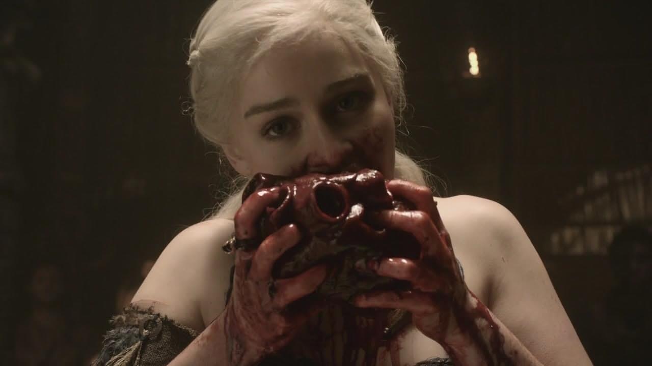 daenerys-divora-un-cuore-in-una-celebre-scena-della-prima-stagione-di-games-of-thrones