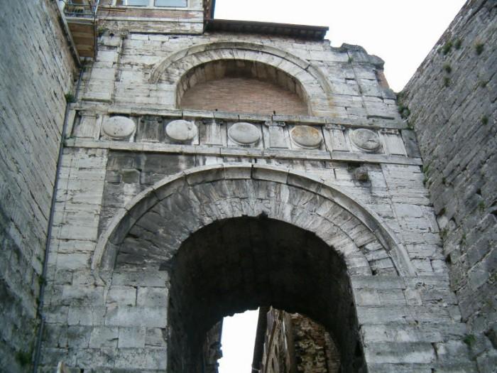 arco-etrusco-arco-di-augusto-perugia-700x525