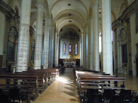 linterno-della-chiesa-di-s-francesco