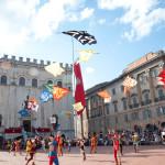 I quattro quartieri storici di Gubbio accolgono il pubblico del Festival: cortei, esibizioni e ricostruzioni storiche per tutta la città da venerdì pomeriggio a domenica sera