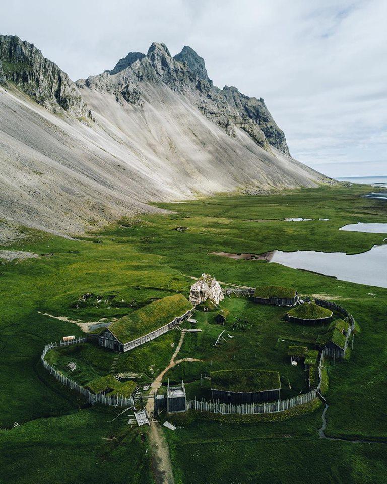 la-ricostruzione-di-un-villaggio-vichingo-in-islanda