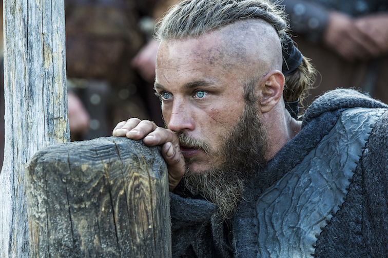 lattore-australiano-travis-fimmel-e-ragnarr-lodbrok-nella-serie-televisiva-vikings