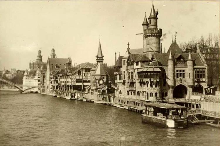 3-ricostuzione-della-parigi-medievale-lungo-la-senna-esposizione-universale-parigi-1900