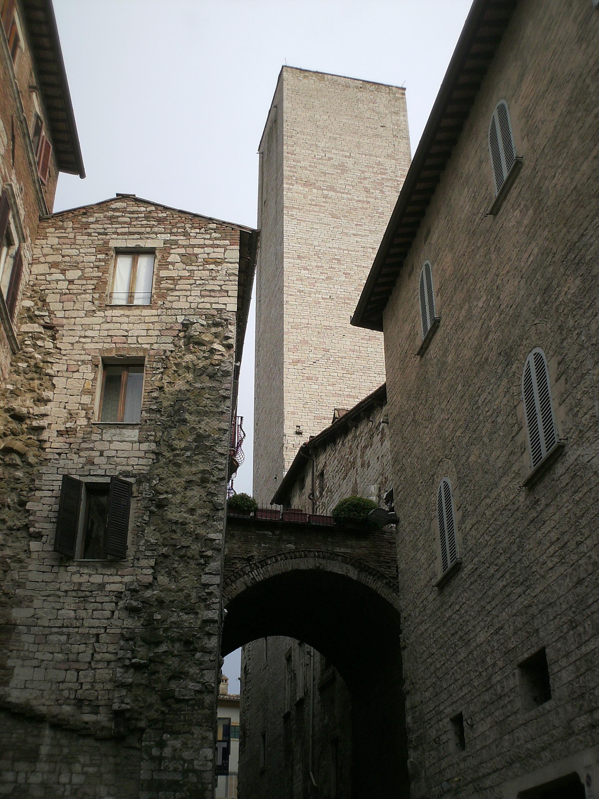3-torre-degli-sciri-e-casa-torre-scorcio-da-via-dei-priori