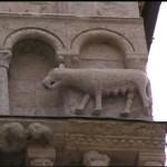 Cattedrale di San Rufino ad Assisi, particolare con lupa