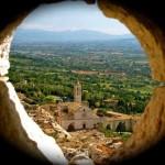 L'Eremo delle Carceri, cattedrale di pietre e lecci secolari