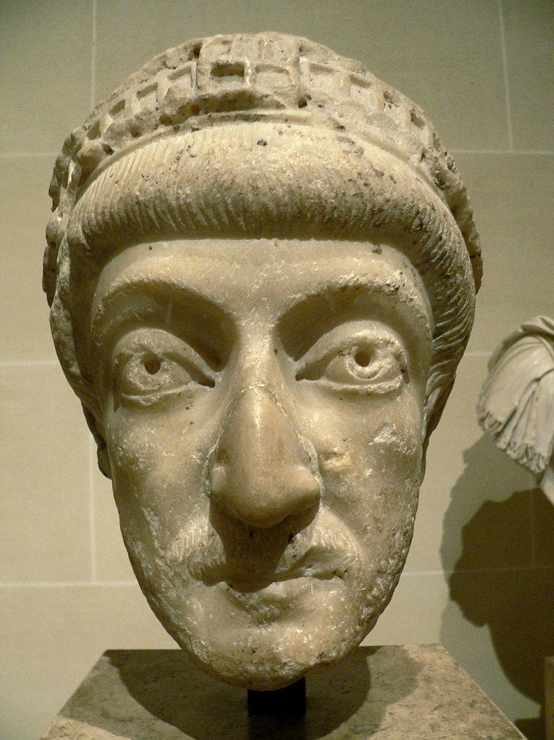 testa-di-una-statua-di-teodosio-ii-conservata-al-louvre